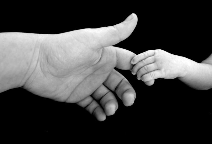 holding-hands-14637001126yn