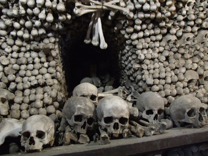 pile-of-human-skulls-and-bones-1525978045JH2